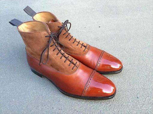 Полировка-глассаж на носках ботинок.