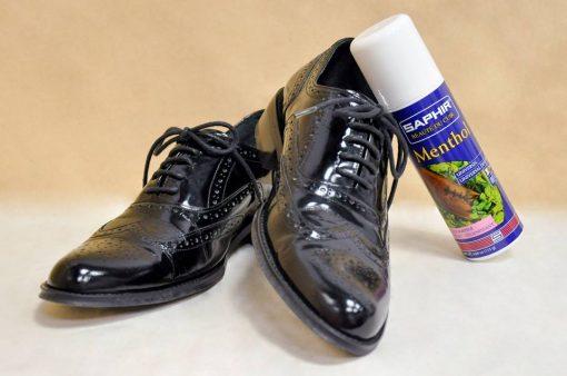 Saphir Menthol насыщает обувь стойким ароматом мяты