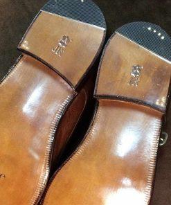 Заменить набойки на каблуках ботинок.